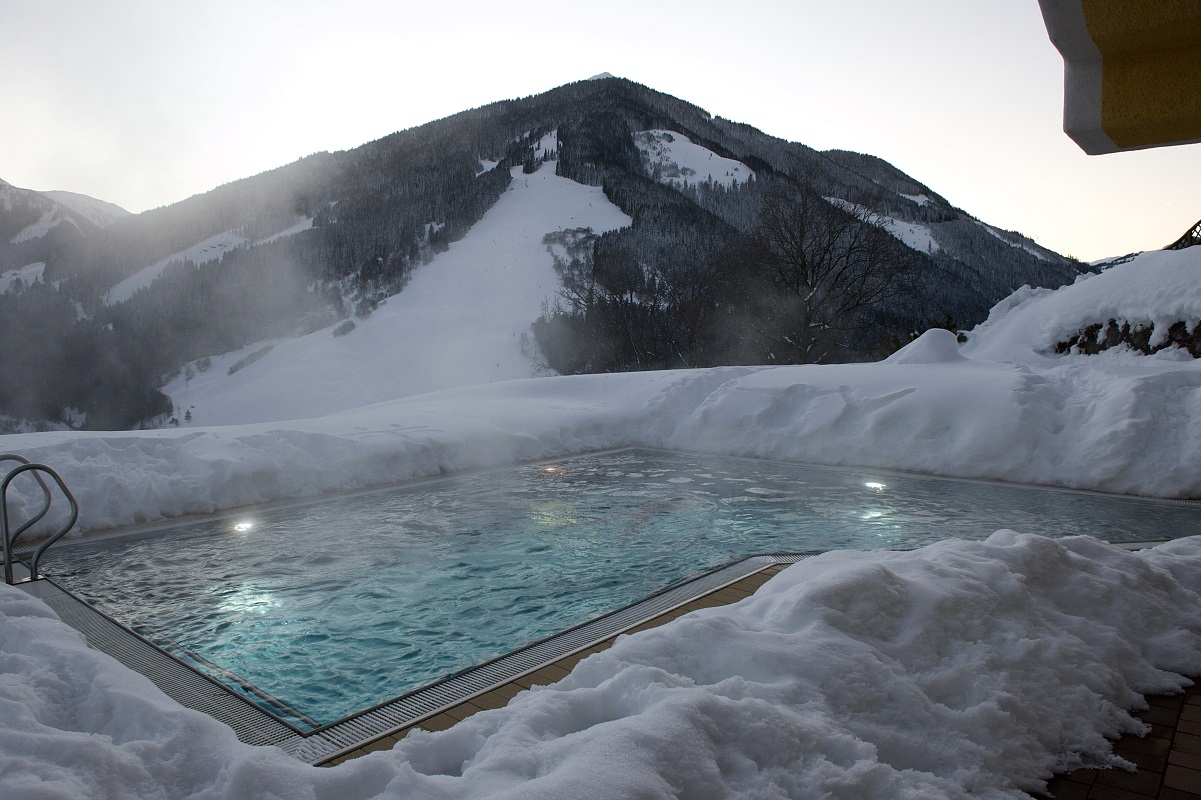 The eggerhof hotel with heated outdoor pool saalbach - Opening a swimming pool after winter ...