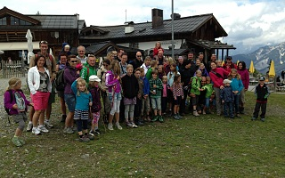 family hiking in Saalbach-Hinterglemm-Leogang